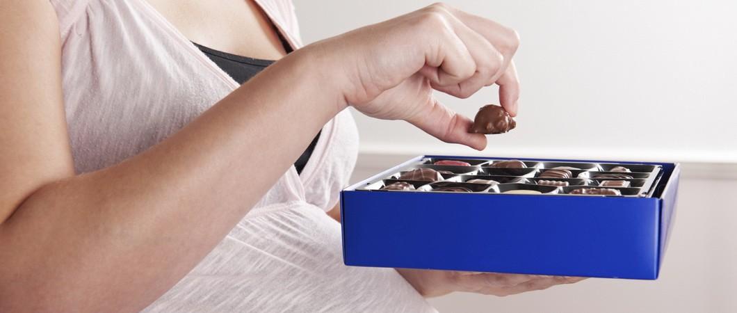 Можно ли беременной и кормящей маме шоколад?
