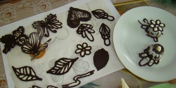 Как из шоколада сделать украшение на торт