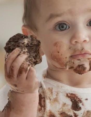 Как отстирать с одежды пятна от шоколада: доступные способы