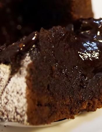 Шоколадная шарлотка с яблоками. Рецепт с фото