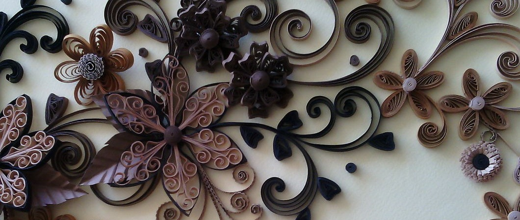 Шоколадный цветок в технике квиллинг — лучший подарок своими руками на 8 марта