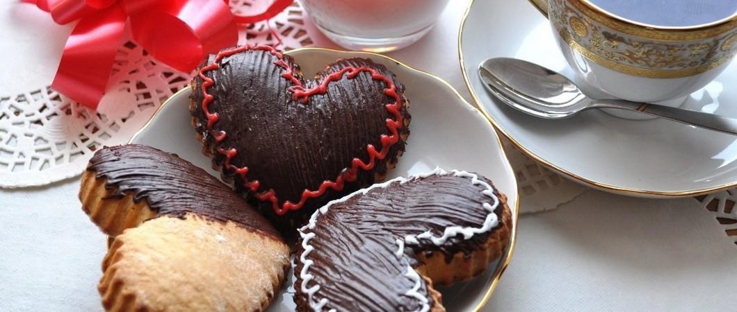 Печенье с кунжутом в шоколадной глазури - сердечки