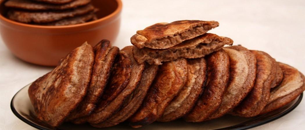 Маленькие шоколадные оладьи на кефире и молоке: фото, рецепты пышных блинчиков с разными начинками
