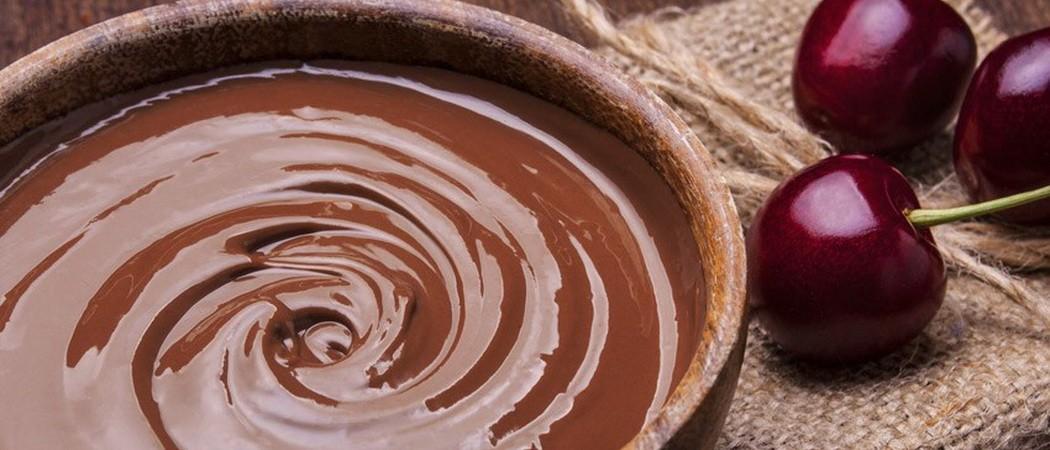 Как быстро и правильно растопить плитку шоколад в домашних условиях для украшения кондитерских изделий